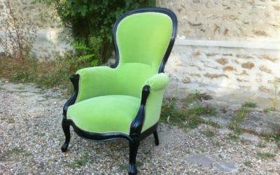 Restauration d'un fauteuil de style Napoléon III à bosse